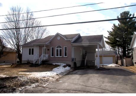 Dom na sprzedaż - 960 Rue Champlain, Valcourt - Ville, QC J0E2L0, CA Valcourt - Ville, Kanada, 98 m², 179 000 CAD (510 150 PLN), NET-58734856